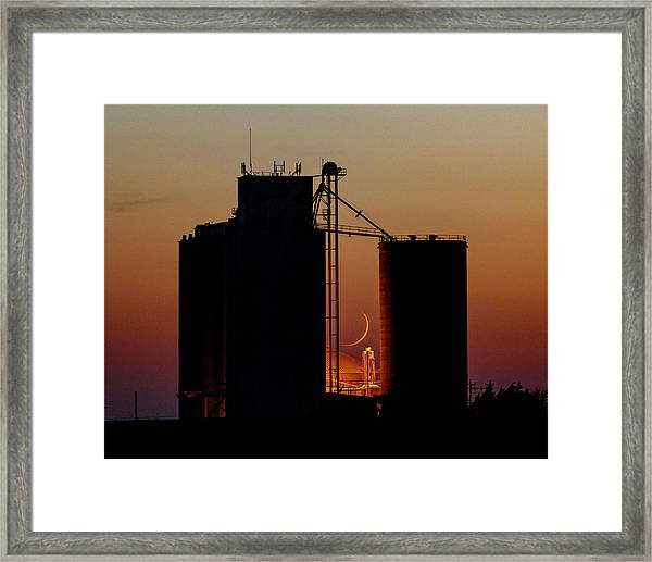 Framed Print featuring the photograph Crescent Moon At Laird 08 by Rob Graham