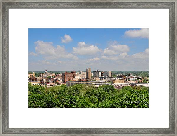 D39u118 Youngstown, Ohio Skyline Photo Framed Print