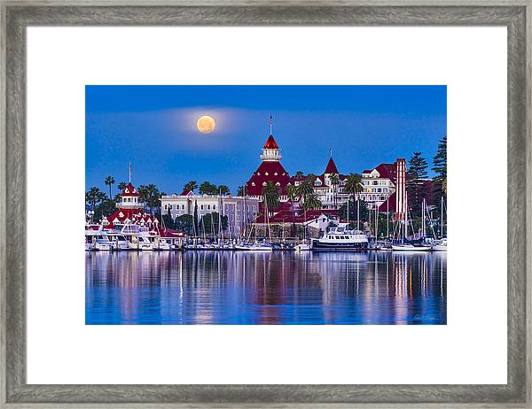 Del Moonset Framed Print
