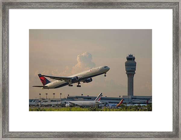 Delta Airlines Boeing 767 432 Er Hartsfield Jackson Atlanta International Airport Art Framed Print