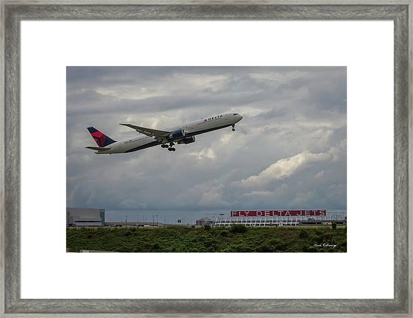 Delta Airlines Jet N836mh Hartsfield Jackson International Airport Art Framed Print