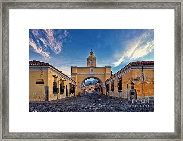 Framed Print featuring the photograph El Arco De Santa Catarina, Antigua, Guatemala by Sam Antonio Photography