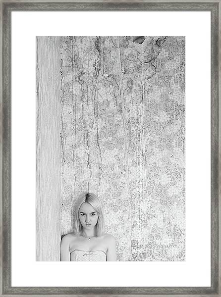 Girl #7112 Framed Print