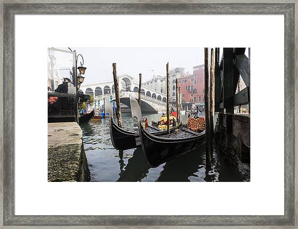 Gondole A Rialto 6948 Framed Print