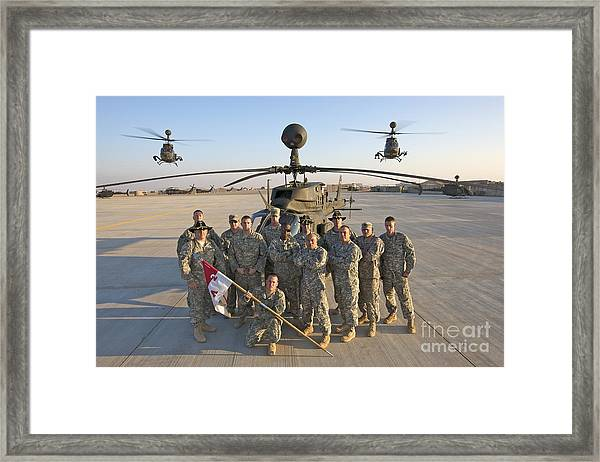 Group Photo Of U.s. Soldiers At Cob Framed Print
