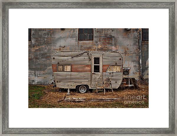 Old Vintage Rv Camper In The Mississippi Delta Framed Print