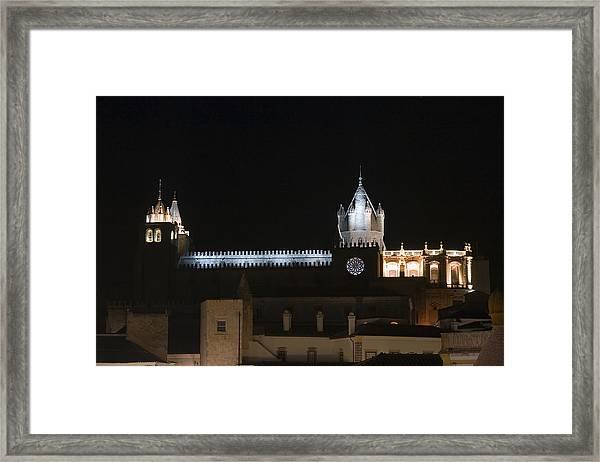 Se Framed Print by Andre Goncalves