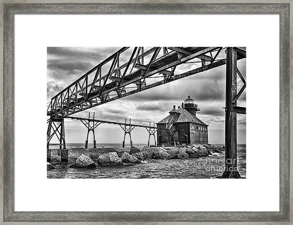 Sturgeon Bay Ship Canal North Pierhead Lighthouse In Black And White Framed Print