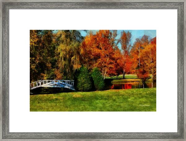 White Bridge Oro Framed Print