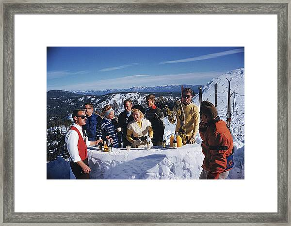 Apres Ski Framed Print by Slim Aarons