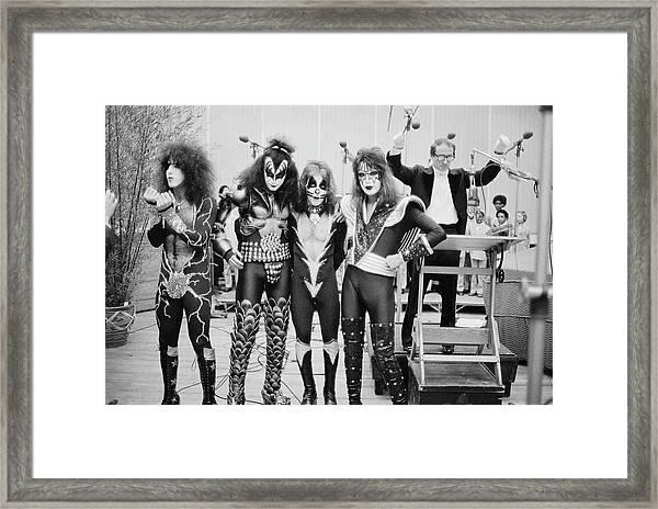 Kiss In New York Framed Print