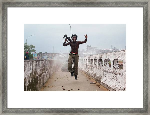 Liberian Government Troops Push Back Framed Print by Chris Hondros