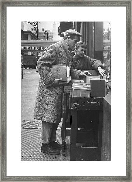 Paul Newman & Wife 2joanne Woodward Framed Print by Gordon Parks