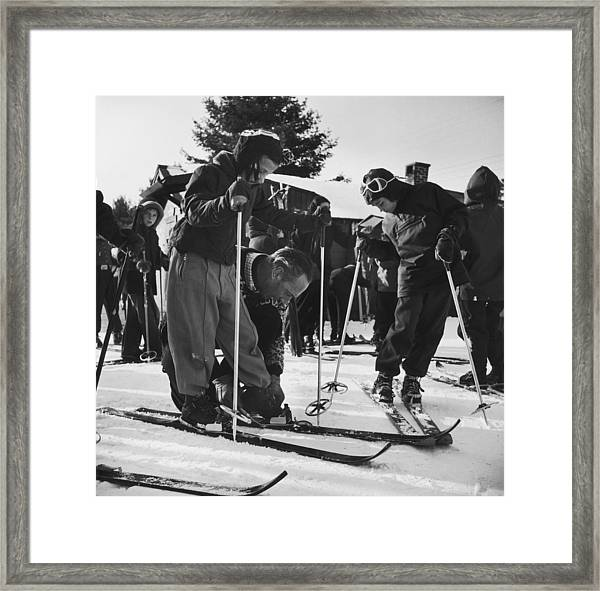 New England Skiing Framed Print by Slim Aarons