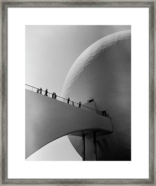 1939 Worlds Fair Visitors Entering The Framed Print by Alfred Eisenstaedt