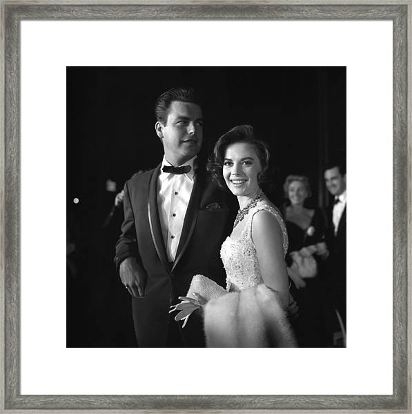Natalie Wood And Robert Wagner Framed Print by Michael Ochs Archives