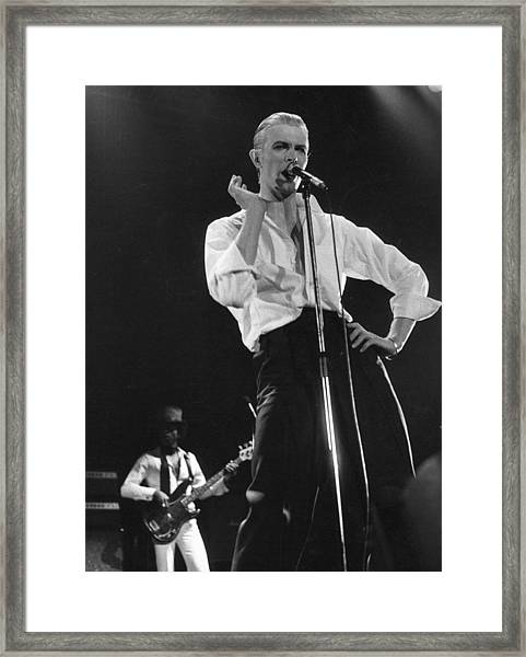 Bowie On Stage Framed Print by Evening Standard