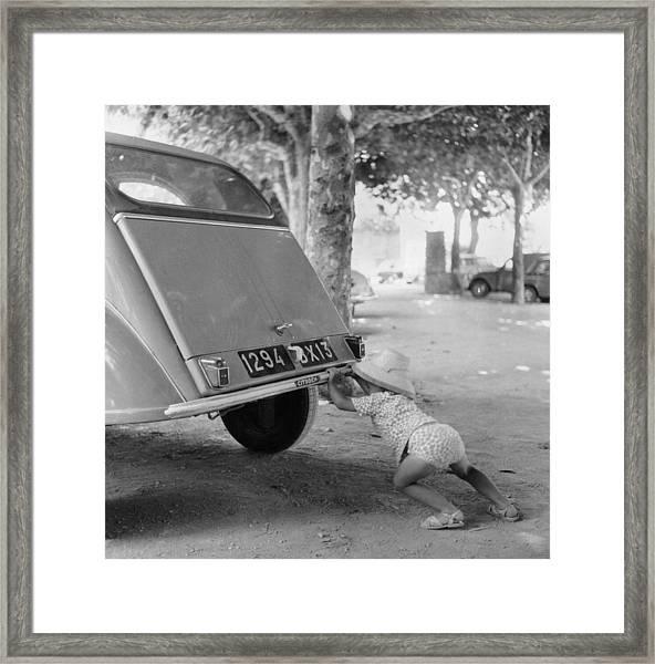 Car Break-down 1964 Framed Print by Keystone-france
