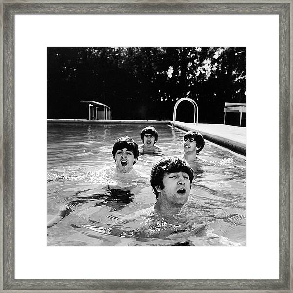 L-r Paul Mccartney, George Harrison Framed Print by John Loengard