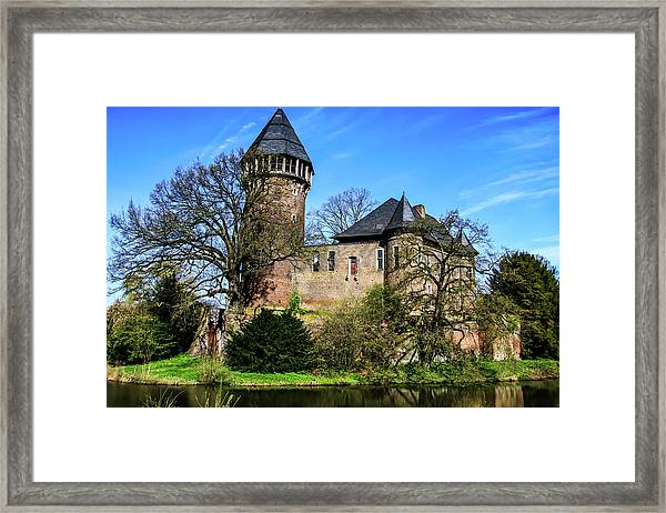 Linn Castle Framed Print