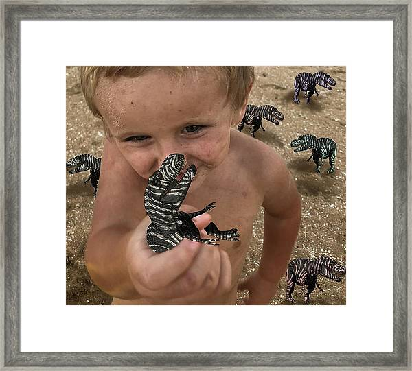 Lots Of These Snappy Critters Round Framed Print