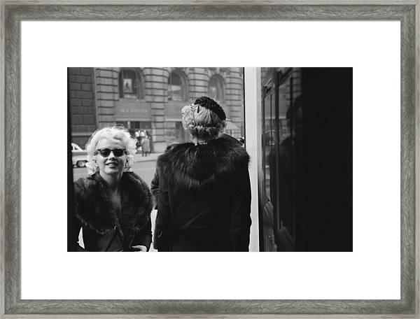 Marilyn In New York Framed Print by Michael Ochs Archives