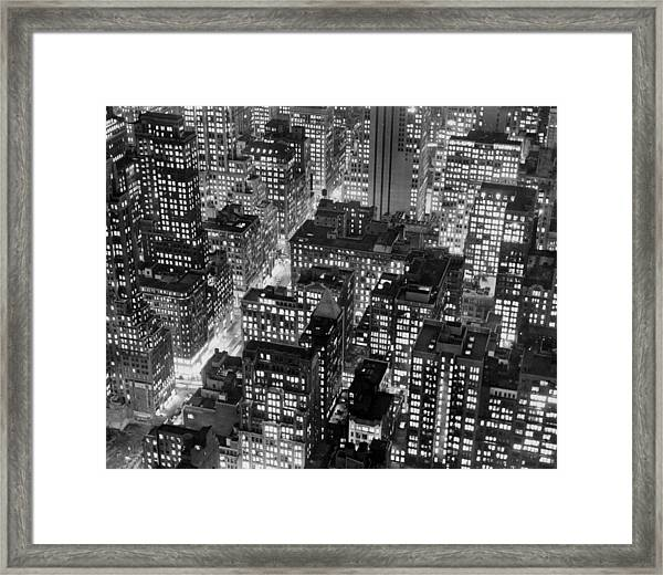 New York At Dusk From The Top Of The Framed Print by New York Daily News Archive