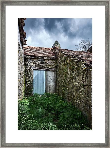 Old Abandoned House In Bainte Framed Print