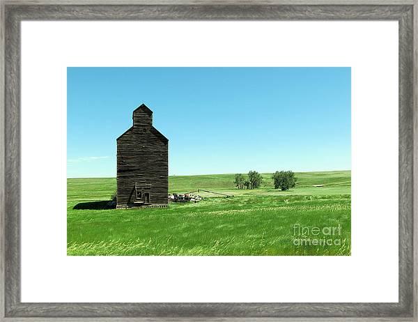 Old Grain Silo Near Cartwright North Dakota Framed Print