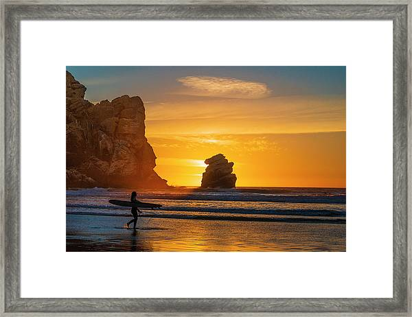 One Last Wave Framed Print by Fernando Margolles