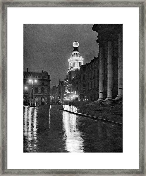 Wet Weather In Trafalgar Square Framed Print