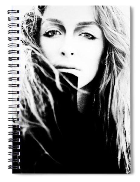 Struit Insidias Lacrimis Cum Femina Plorat Spiral Notebook
