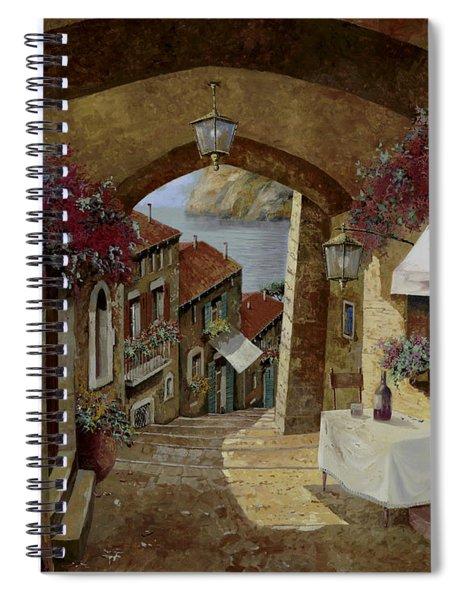 Un Bicchiere Sotto Il Lampione Spiral Notebook