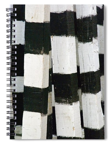 Blanco Y Negro Spiral Notebook