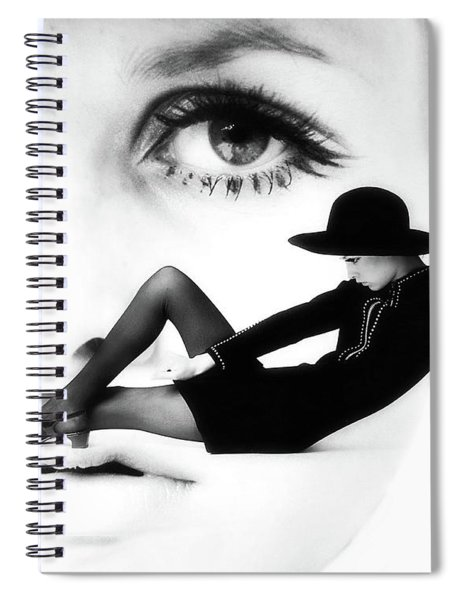 Twiggy Swinging 60's - Pop Art Spiral Notebook
