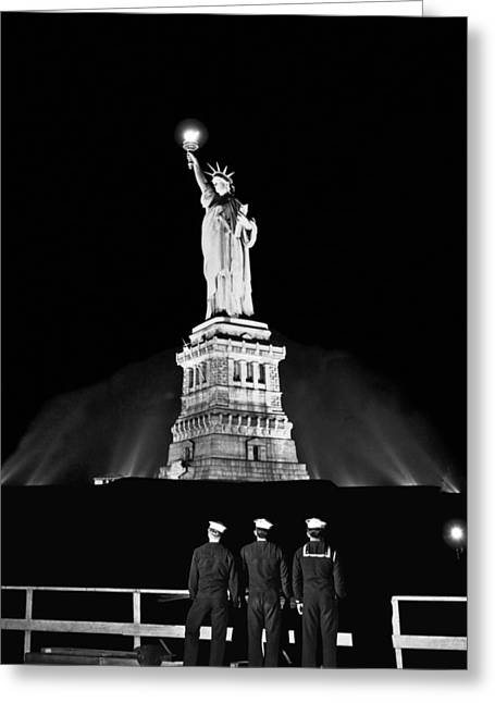 Statue Of Liberty On V-e Day Greeting Card