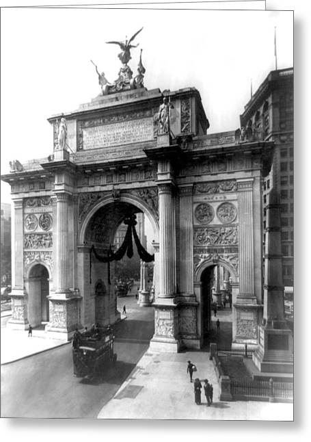 Nyc, Wwi Victory Arch At Madison Greeting Card by Science Source