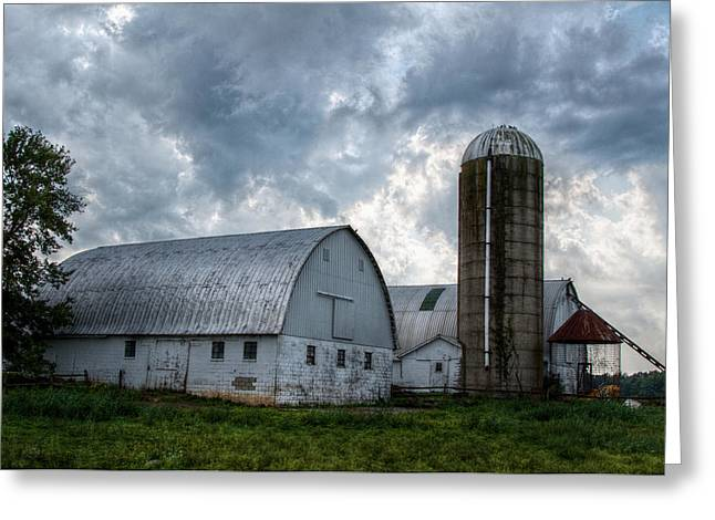 Amish Barn Greeting Card by Linda Unger