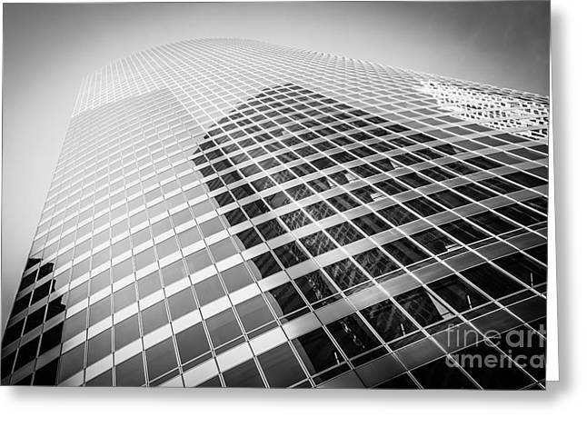 Chicago Curved Building In Black And White Greeting Card by Paul Velgos
