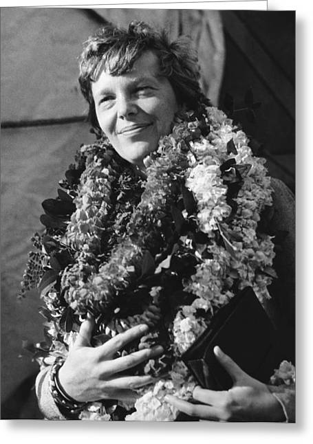 Earhart Arrives In Hawaii Greeting Card by Underwood Archives
