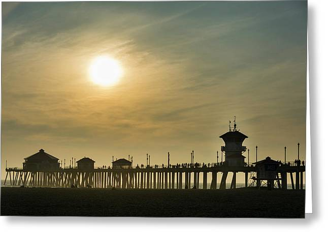 Huntington Pier And Sun Greeting Card by Roberto Lopez