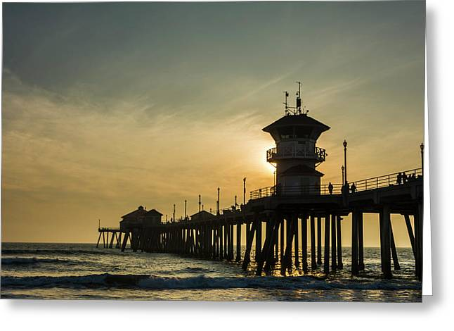 Huntington Pier And Sunset Greeting Card by Vwpics - Roberto Lopez