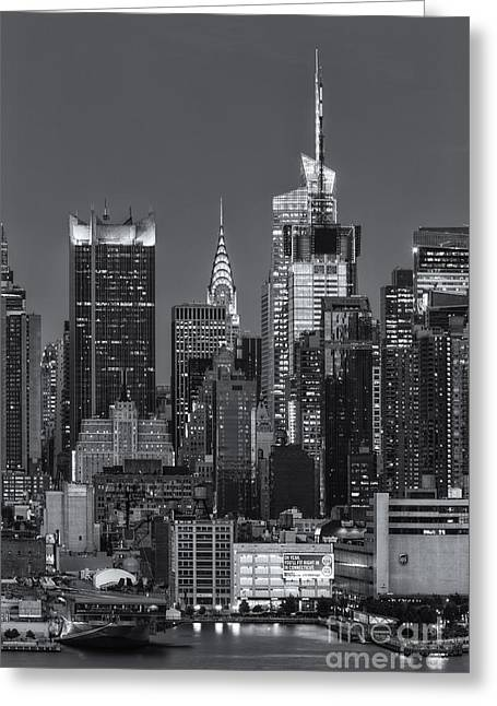 Manhattan Twilight Ix Greeting Card by Clarence Holmes