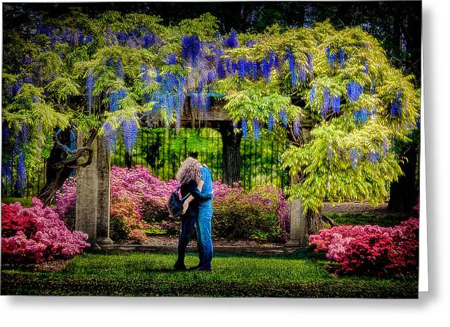 New York Lovers In Springtime Greeting Card by Chris Lord