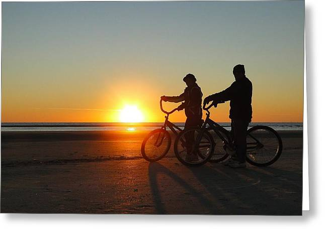Newlyweds Pause To Embrace The Sunrise Greeting Card by Cindy Croal