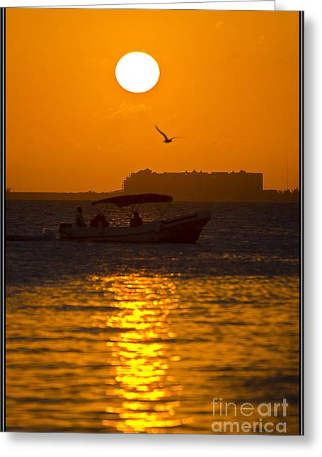 Perfecto Atardecer Greeting Card by Agus Aldalur