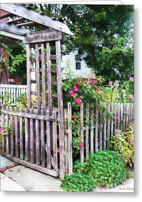 Roses On A Weathered Picket Fence Greeting Card by Susan Savad