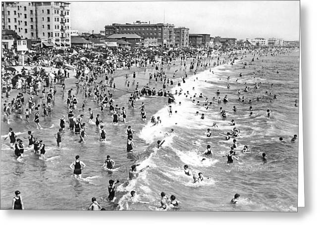 Santa Monica Beach In December Greeting Card by Underwood Archives