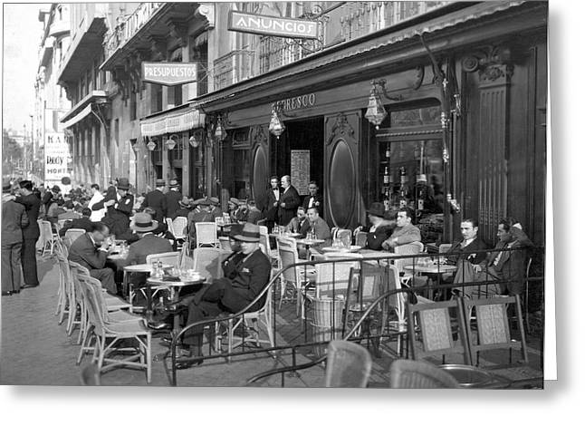 Sidwalk Cafe In Madrid Greeting Card by Underwood Archives