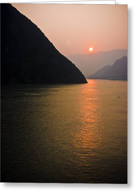 Sunrise On The Yangzi Greeting Card by Ray Devlin